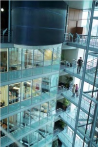 Au siège de Sanofi Pasteur, à Lyon. En 2013, le chiffre d'affaires de Sanofi dans le monde était de 33 Md€.
