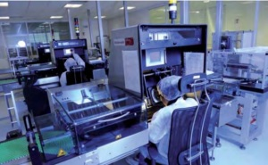 Inspection optique semiautomatique à Marcy-l'Étoile (2009) : la recherche, production, distribution du médicament est aujourd'hui presque exclusivement entre les mains du privé.