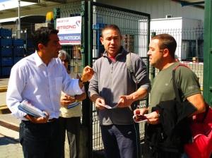N32_Discussion aux portes d'une entreprise de sid+®rurgie lors des l+®gislatives 2015 (1)