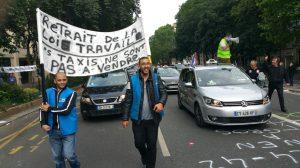 Conducteurs de taxi manifestant contre la « loi travail » le 14 juin 2016 à Paris.